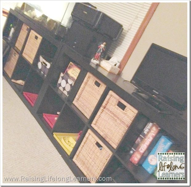 Organizing Your Homeschool in a Tiny House via www.RaisingLifelongLearners.com