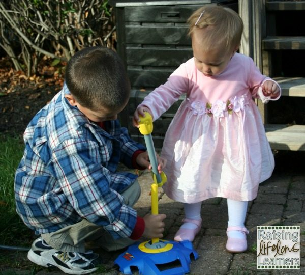 Teaching Kids to Play with Others via www.RaisingLifelongLearners.com