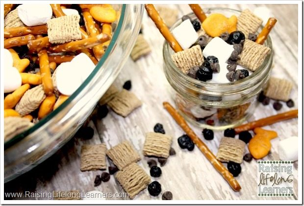 Easy Snack MIx featuring Quaker Squares Cereal #LoveMyCereal #QuakerUp #spon