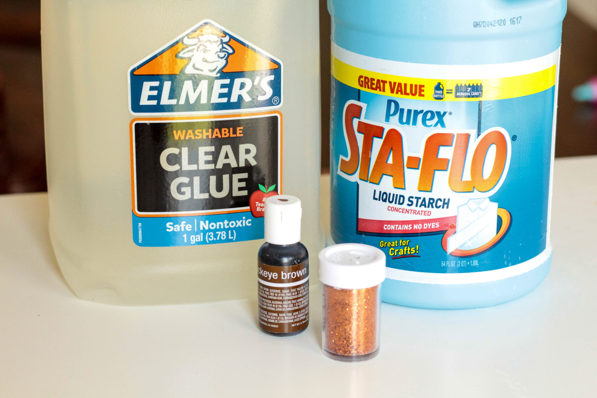 Explore the senses and science at the same time when you make this glittery fall slime! Kids will love learning about science in this hands-on way.